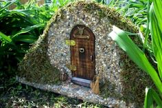 fairy house painted stone - Buscar con Google