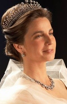 Miss Honoria Glossop: Duchess of Braganza, married to Dom Duarte, Duke of Braganza, claimant to the Portuguese throne Royal Crown Jewels, Royal Crowns, Royal Tiaras, Royal Jewelry, Tiaras And Crowns, Noble People, Royal Photography, Royal Weddings, Mode Vintage