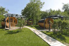 Glamping in Österreich - Campen mit Komfort   Urlaubsguru.at Glamping, Komfort, Deck, Cabin, House Styles, Outdoor Decor, Home Decor, Germany Travel, Holiday Destinations