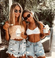 Pin by brittany on beach pics☀️ Tumblr Bff, Only Shorts, Beach Vibes, Foto Instagram, Disney Instagram, Gal Pal, Bff Pictures, Best Friend Pictures, Summer Photos