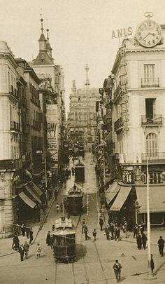 Calle Montera desde la Puerta del Sol, Bonita foto antigua de MADRID