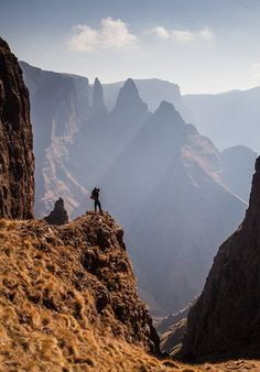 A perfect activity to do in colder weather: Hiking amazing places - Mnweni, Drakensburg, South Africa Bergen, Espanto, Namibia, Kwazulu Natal, Road Trip, Beautiful Places, Amazing Places, Africa Travel, Adventure Is Out There
