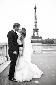 Chic Paris wedding via www.LoveLuxeBlog.com
