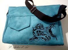 Besace Zip-Zip en suédine bleue cousue par Nicole - Patron Sacôtin