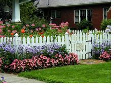 Take A Look At These Organic Gardening Tips! Check out this great item : Gardening for Beginners Beautiful Flowers Garden, Beautiful Gardens, Pretty Flowers, Garden Cottage, Home And Garden, Flower Garden Pictures, Blossom Garden, Vegetable Garden Design, Fence Landscaping