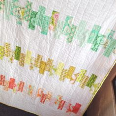 Quick Design Roll Quilt - my latest quick quilt project from a pre-cut design roll by Heather Bailey from QuiltyBox and a Moda Bake Shop tutorial