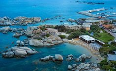Vous avez toujours rêvé de passer vos vacances les pieds dans l'eau. N'attendez plus ! Voici la sélection des meilleurs hôtels en bord de mer en France.