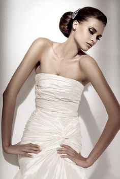prettylittlecravers:  Ellie Saab bridal wear
