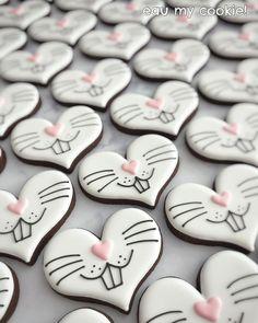 Fancy Cookies, Valentine Cookies, Iced Cookies, Cute Cookies, Easter Cookies, Royal Icing Cookies, Easter Treats, Holiday Cookies, Cupcake Cookies