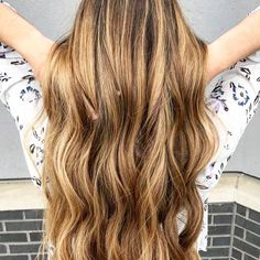 Looking to achieve effortless waves? Our curling iron creates long-lasting bouncy waves while keeping your hair shiny and soft. Youll definitely be the hair queen of your friend group. #Hair by @studio417natalie. TAG #usmooth for the chance to be featured on our page.