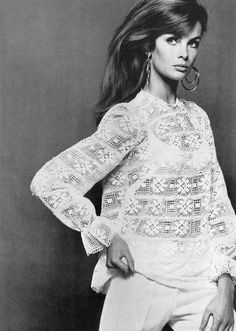 I want that lace blouse to wear under my overalls! Femme fashio Jean Shrimpton in British Vogue, July by David Bailey Jean Shrimpton, David Bailey, 1960s Fashion, Fashion Models, Fashion Beauty, Vintage Fashion, Style Fashion, Fashion Trends, Twiggy
