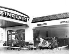 Sinclair Auto at West Broad and West Bay 1935 photograph from Georgia Historical Society Visit Savannah, Savannah Chat, Ho Scale Trains, Old Gas Stations, Gas Pumps, Fairy Dust, Diners, Old City, Past Life