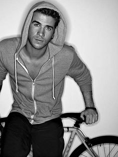 Liam Hemsworth... why did you ever date Miley!?
