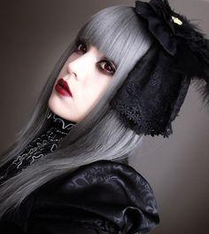 Lolita - grey wig. interesting