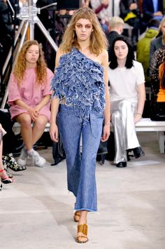The Best Looks From London Fashion Week Spring 2016 2016 Fashion Trends, Fashion Week 2016, Spring Fashion, Fashion Show, Denim Ideas, Denim Trends, Summer 2016 Trends, Spring 2016, Spring Summer