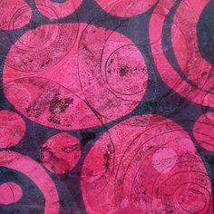 Gelli print V #monotype #monoprint #printmaking #print #gelliprint #magenta #gelliplate #abstractart #abstract #joseesavaria_art #printstudio #exploring #circle #sphere #art #artonpaper