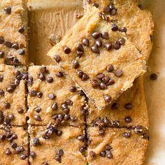 Banana Coco Bars - hellofrozenbananas.com Banana Recipes, Ww Recipes, All You Need Is, Pear Upside Down Cake, Coconut Flour Recipes, Brownie Bar, Dark Chocolate Chips, Healthy Desserts, Healthy Recipes