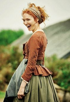 Eleanor Tomlinson is Demelza who becomes Ross Poldark's maid after he has lost his first love. Ross falls in love with Demelza and does marry her which really upsets the Poldark family as they think Demelza is not good enough for him. Historical Costume, Historical Clothing, Poldark Season 3, Demelza Poldark, Ross Poldark, Look Boho, Costume Design, Redheads, Red Hair