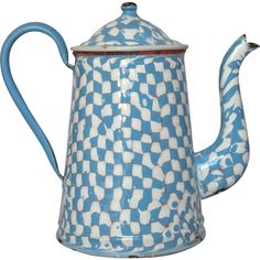 Enameled in a fabulous blue and white DROOPY check pattern, this jumbo coffee pot is a pure delight! The exterior features a thick coat of sky blue