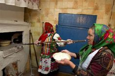 Bildens webbplats  Belarusian women take part in an annual ritual for the pagan god Yurya,