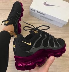 Ideas For Sport Shoes Nike Sneakers Purple Sneakers, Cute Sneakers, Sneakers Nike, Womens Nike Trainers, Crazy Shoes, Me Too Shoes, Sneakers Fashion, Fashion Shoes, Fashion Black