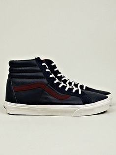 2012.10.08. VANS SK8-Hi Reissue sneaker. A retro classic from back in the days. The construction and materials has been slightly updated. The style remains the same. Yours for 100€.