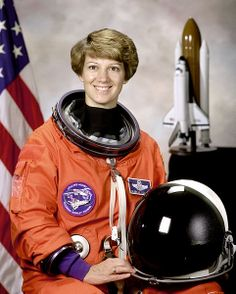 In NASA astronaut Eileen Collins became the first woman to pilot a space shuttle mission, commanding the Discovery's rendezvous with the Mir space station. Collins would also earn the title of the first female shuttle commander in Great Women, Amazing Women, Space Shuttle Missions, Female Pilot, Nasa Astronauts, Space Program, Space Travel, Women In History, Girl Scouts