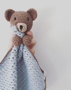 Her finder du opskriften på Nussebjørnen Bjørn. Crochet Lovey, Crochet Baby Toys, Crochet Gifts, Love Crochet, Crochet For Kids, Crochet Dolls, Baby Knitting, Knit Crochet, Baby Security Blanket