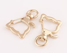 Swivel snap claspSpring cat headTrigger hook for Key Chain Purse Bag 10pcsSize:34mm(l)*8mm(inner)Color:goldMaterial: metalQuantity: 10pcsIf you need more contact with me by conversation,I always deliver on time.This is international shipping, normally 10-15 days for delivery, sometimes 15-30 days for logistics reasons.Or you can contact me to upgrade shipping,when you choose express delivery, please leave your phone number so that the express company can contact you.Thanks for your visit…