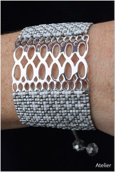 Stylish and Stunning Bracelet in Grey and White Beads with Silver (medium) Beaded Jewelry Designs, Bead Jewellery, Seed Bead Jewelry, Jewelry Patterns, Bracelet Patterns, Seed Bead Patterns, Beading Patterns, Diy Collier, Bijoux Diy