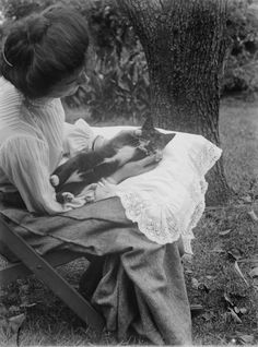 Mrs Batten & Kitten, 1904. Mark James Daniel, from the Mark Daniel's photographs of family, friends, scenes and events in Melbourne, 1898-1907.