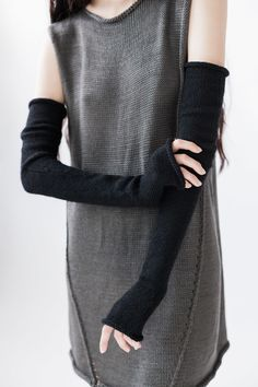 Arm warmers & grey knitted tunic dress with exposed seam detail // Morph Knitwear Fashion Mode, Dark Fashion, Womens Fashion, Edgy Outfits, Cool Outfits, Fashion Outfits, Boho Style, My Style, Character Outfits