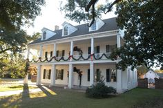 80 Amazing Plantation Homes Farmhouse Design Ideas – Decorating Ideas - Home Decor Ideas and Tips - Page 57 Southern Style Homes, Colonial Style Homes, French Colonial, Colonial Cottage, Farmhouse Plans, Farmhouse Design, Plantation Style Homes, Extravagant Homes, Louisiana Homes