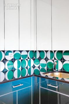 Back- splash tiles in the kitchen were salvaged from the Parco dei Principi, a hotel de- signed by Gio Ponti in 1962 in Sorrento, Italy. Photo by T. Interior Design Magazine, Furniture Styles, Furniture Design, Kitchen Interior, Kitchen Design, Gio Ponti, Mid Century Modern Furniture, Mid Century Design, Tile Design