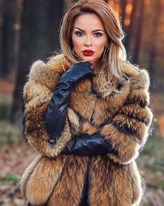 The devine in this wonderful fur from Glyns Collections ❤️❤️❤️ real beauty Gloves Fashion, Fur Fashion, Leather Fashion, Winter Fashion, Womens Fashion, Fashion Trends, Fetish Fashion, Fox Fur Coat, Fur Coats