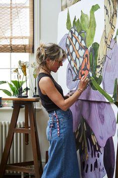Studio photography of artist, Sarah Graham by Greg Funnell Artist Life, Artist At Work, Painting Inspiration, Art Inspo, Art Studios, Music Studios, Botanical Art, Art Techniques, Les Oeuvres