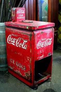 See more ideas about Coca cola, Cola and Coke. Coca Cola Cooler, Coca Cola Ad, Always Coca Cola, World Of Coca Cola, Mountain Dew, Ginger Ale, Soda Machines, Vending Machines, Coca Cola Vintage