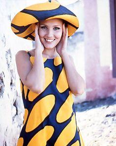 Marimekko Design: Hat and dress from the pattern Linssi Weird Fashion, Design Museum, Marimekko, Simple Style, Icon Design, Printing On Fabric, Pattern Design, Dresser, Art Gallery