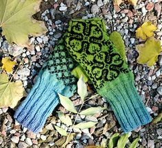 Ravelry: catrionaobrian's Green Selbu Mittens