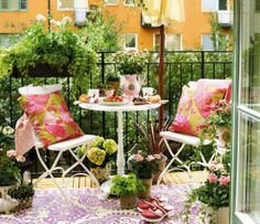The balcony, although small, can be your secret refuge in the large and noisy city...
