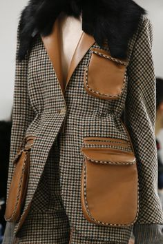 The complete Loewe Fall 2018 Ready-to-Wear fashion show now on Vogue Runway. Fashion Line, Fashion 101, Fashion Details, Fashion Show, Fashion Outfits, Womens Fashion, Fashion Trends, Fashion Design, Cheap Fashion