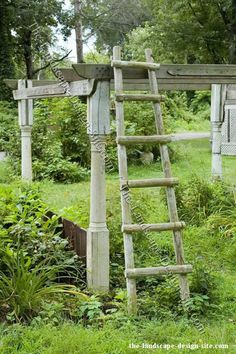 Decoration in Wooden Garden Decor Decorative Wood Ladder Grape Vine Trellis, Grape Vines, Diy Pergola, Pergola Kits, Pergola Plans, Porch Pillars, Old Ladder, Antique Ladder, Rustic Ladder