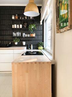 kitchen worktop light wood, kitchen ash worktop, black and white kitchen ideas, saarni, keittiön työtaso saarni, keittiön työtaso vaalea puu, musta-valkoinen keittiö