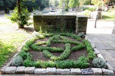10-19-12-knot-garden-with-street.jpg (581×382)