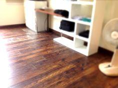 งานติดตั้ง พื้นไม้ลามิเนต V-Groove 12 mm. Hardwood Floors, Flooring, Deco, Crafts, Wood Floor Tiles, Wood Flooring, Manualidades, Decor, Deko