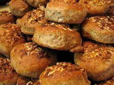 Teljeskiőrlésű sajtos-magos pogácsa Pretzel Bites, Scones, Healthy Recipes, Healthy Food, Bread, Cookies, Food Ideas, Healthy Foods, Crack Crackers