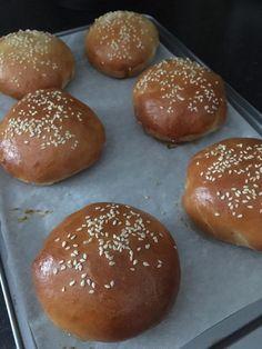 Házi hamburger zsemle, már ezért se megyünk a pékségbe Hamburger, Favorite Recipes, Bread, Food, Brot, Essen, Baking, Burgers, Meals