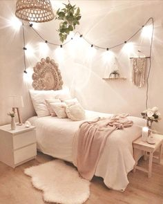 Stick with for the most part white hues and light strings to get a boho bedroom .Thanks for this post.Stick with for the most part white hues and light strings to get a boho bedroom like in this plan! A couple of white flies of # bedroom Cute Bedroom Ideas, Room Ideas Bedroom, Girl Bedroom Designs, Bedroom Inspo, Budget Bedroom, Bed Designs, Bedroom Inspiration, Boho Bedrooms Ideas, Rooms To Go Bedroom