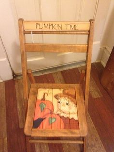 Hand painted scarecrow chair/ hum coaster,I want fall coasters. Hand Painted Chairs, Hand Painted Furniture, Paint Furniture, Repurposed Furniture, Furniture Makeover, Cool Furniture, Fold Up Chairs, Wooden Folding Chairs, Fall Wood Crafts