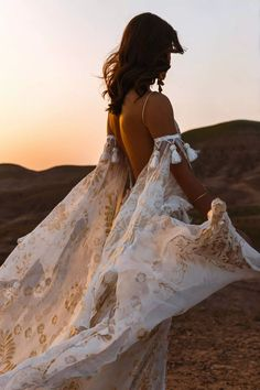 The bohemian bridal fashion you have been waiting for all this time. Check out the latest romatic collection by Rue du Seine. Bohemian Bride, Bohemian Wedding Dresses, Bridal Wedding Dresses, Bridal Style, Lace Wedding, Wedding Blog, Peacock Wedding, Wedding Rustic, Bohemian Fashion